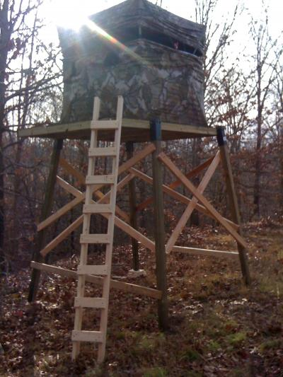 Building a shooting house blind deer hunting in for Deer hunting platforms